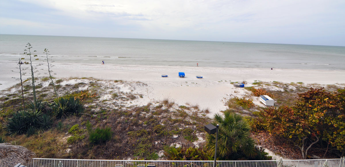 Bay and Beach Resort gives you the best of both worlds. Our Gulf Front Building sits right on the Gulf of Mexico.